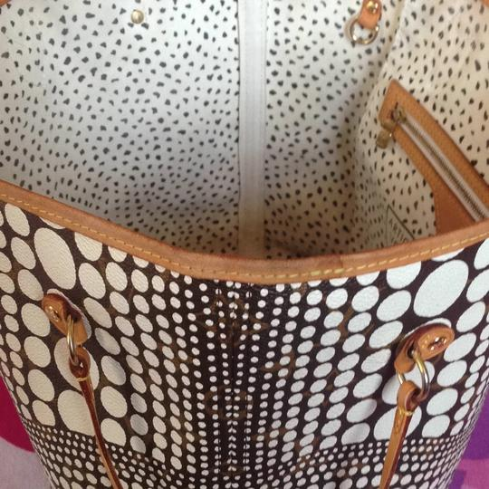 Louis Vuitton Sold Out Collectors Limited Edition Rare Neverfull Tote in White Pumpkin Dots Monogram Image 9