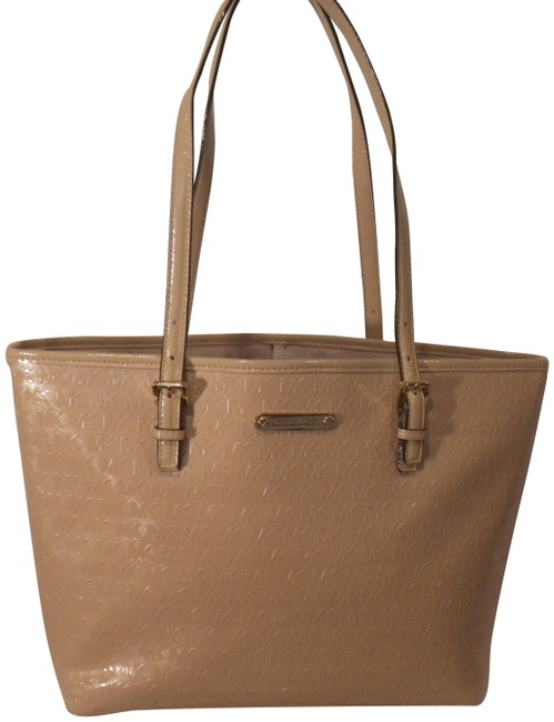 Item - Mk Monogram Beige Blush Patent Leather Tote