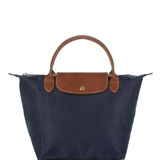 Preload https://img-static.tradesy.com/item/23278593/longchamp-mini-le-pliage-navy-nylon-satchel-0-0-540-540.jpg