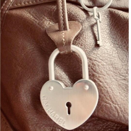 Preload https://img-static.tradesy.com/item/23278663/cacharel-purse-with-heart-shaped-lock-and-key-brown-leather-hobo-bag-0-2-540-540.jpg