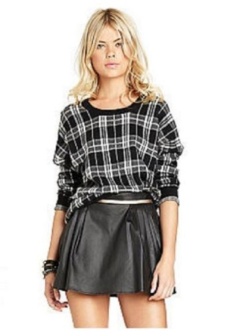 Preload https://img-static.tradesy.com/item/23279827/bcbgeneration-black-wgold-faux-leather-welt-pocket-miniskirt-size-8-m-29-30-0-0-650-650.jpg