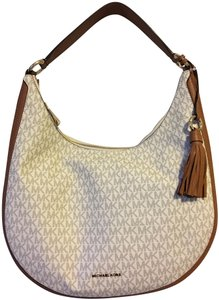 37d048cc514c Michael Kors Bags on Sale - Up to 70% off at Tradesy