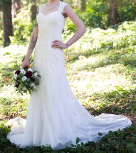 David's Bridal Ivory Lace and Tulle Unknown Feminine Wedding Dress Size 2 (XS)