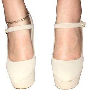 Anne Michelle Beige Pumps
