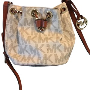 78155cb5bc6c Michael Kors Jules Crossbody - Up to 90% off at Tradesy