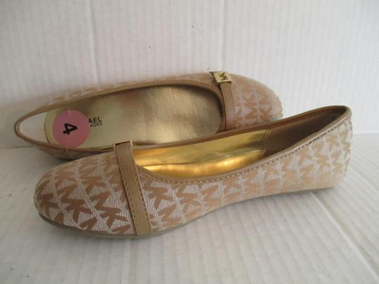 MICHAEL Michael Kors Gold Hardware Rubber Sole Signature Insole Tan Flats Image 5
