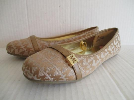 MICHAEL Michael Kors Gold Hardware Rubber Sole Signature Insole Tan Flats Image 6