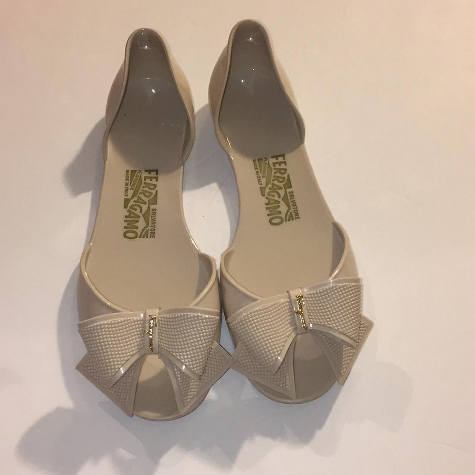bc784081013bfd Salvatore Ferragamo Beige Bow Jelly Sandals Size US 7 Regular (M