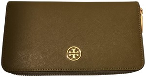 Tory Burch SALE! NWT Tory Burch Robinson Continental Zip Wallet