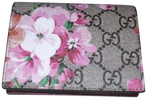 Gucci business card holders up to 70 off at tradesy gucci gucci blooms compact card case wallet colourmoves