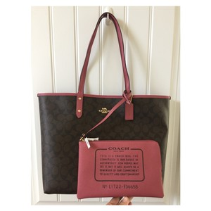 Coach Tote in brown, pink
