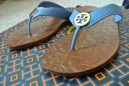 b44dffdca0f5 Tory Burch Blue End-of-summer-sale Charmbray Gold Thora Thong ...