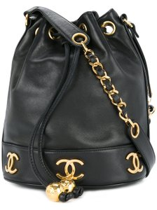 Chanel Vintage Lamsbkin Gold Hardware Bucket Shoulder Bag