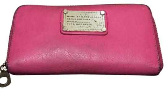 Preload https://img-static.tradesy.com/item/23296474/marc-by-marc-jacobs-pink-the-classic-longline-wallet-0-1-540-540.jpg