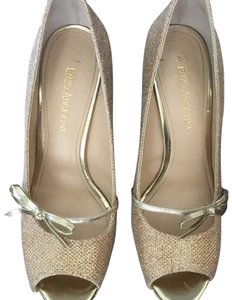 Etienne Aigner gold Pumps