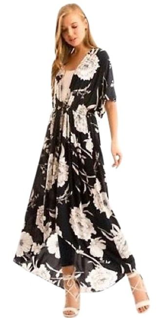 Preload https://img-static.tradesy.com/item/23297283/navy-open-front-floral-kimono-duster-white-long-casual-maxi-dress-size-4-s-0-1-650-650.jpg