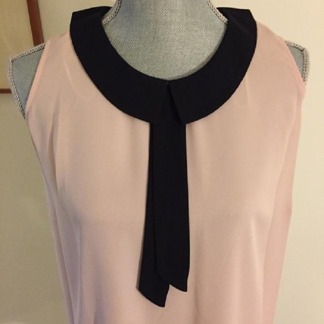 Vince Camuto Sleeveless Keyhole Flowy Top Pink / Black Image 5