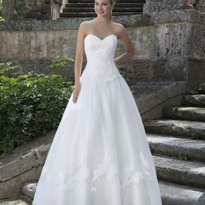 Justin Alexander Ivory Tulle and Lace 3904 Traditional Wedding Dress Size 18 (XL, Plus 0x)
