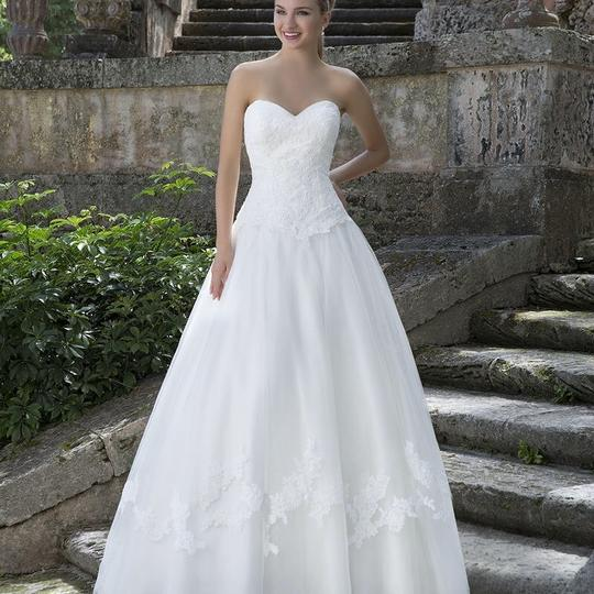Preload https://img-static.tradesy.com/item/23302173/justin-alexander-ivory-tulle-and-lace-3904-traditional-wedding-dress-size-18-xl-plus-0x-0-2-540-540.jpg