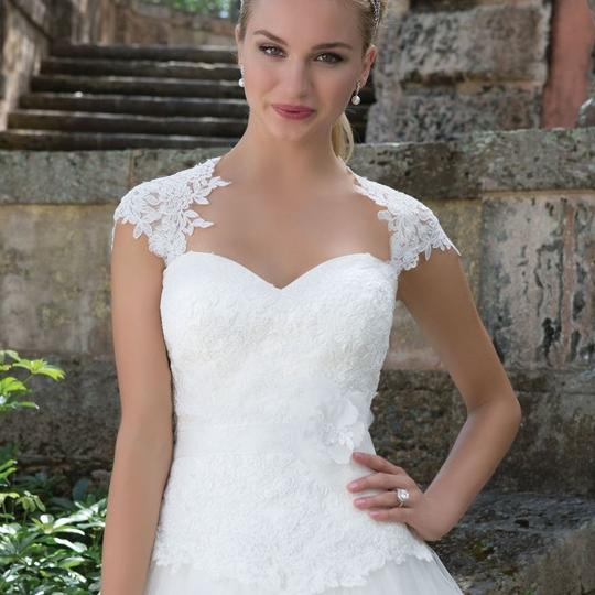 Justin Alexander Ivory Tulle and Lace 3904 Traditional Wedding Dress Size 18 (XL, Plus 0x) Image 1