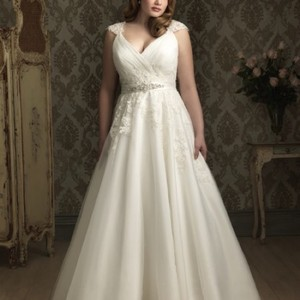 Allure Bridals Ivory Tulle and Lace W282 Sexy Wedding Dress Size 22 (Plus 2x)