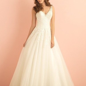 Allure Bridals Ivory with Silver Sequin Venice Lace and Tulle 2860 Traditional Wedding Dress Size 18 (XL, Plus 0x)