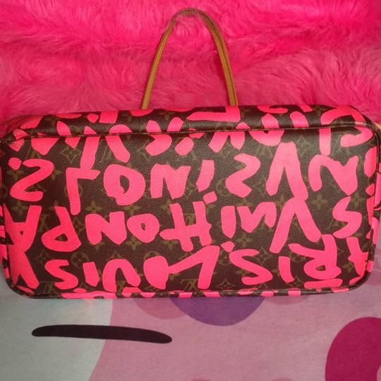 Louis Vuitton Sold Out Limited Edition Celebrity Rare Tote in Neon Pink Monogram Collectors Image 2