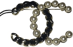 Chanel pearl and chain brooch