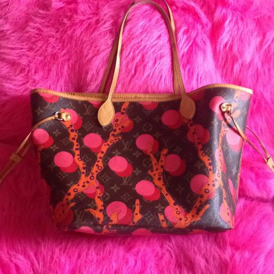 Louis Vuitton Collectors Sold Out Limited Edition Celebrity Rare Tote in Red Coral Pink Monogram Image 11