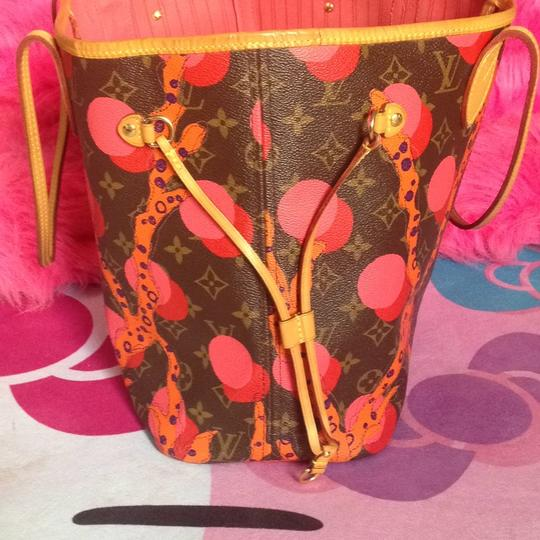 Louis Vuitton Collectors Sold Out Limited Edition Celebrity Rare Tote in Red Coral Pink Monogram Image 4