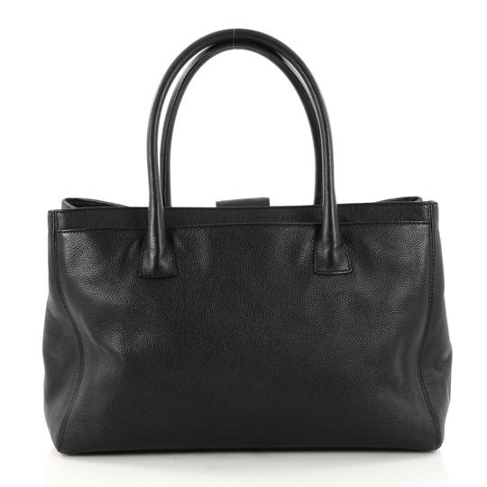 Chanel Leather Tote in black Image 3
