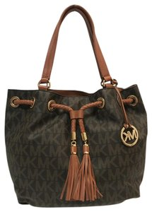 f7631aec3fbb77 MICHAEL Michael Kors Tote in Brown. MICHAEL Michael Kors Jet Set Ns Large  Gathered ...