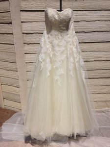 Pronovias Off White/Beige Lace/Tulle Octavia Traditional Wedding Dress Size 10 (M)