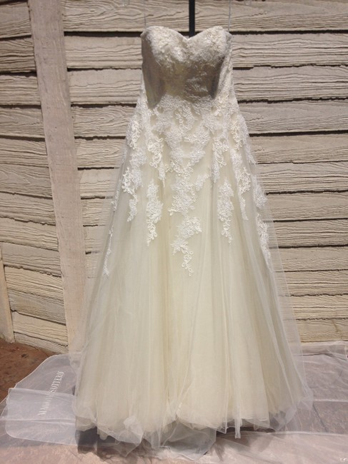 Item - Off White/Beige Lace/Tulle Octavia Traditional Wedding Dress Size 10 (M)