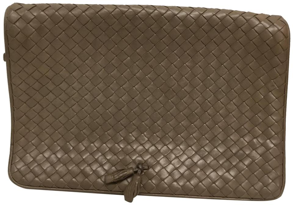 37475310b1c5 Bottega Veneta Taupe Leather Clutch - Tradesy