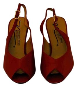 Newport News Leather Uppers Woodgrain Heels Slingback Opentoe Red Pumps