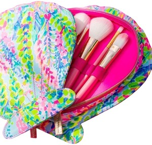 Lilly Pulitzer Brand New Lilly Pulitzer Catch A Wave Shell Case & Brushes