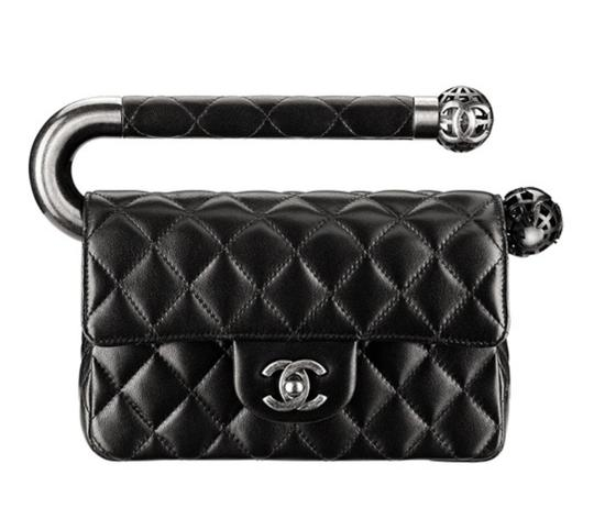 Preload https://img-static.tradesy.com/item/23325692/chanel-classic-metal-handle-around-the-world-limited-edition-black-lambskin-leather-clutch-0-0-540-540.jpg