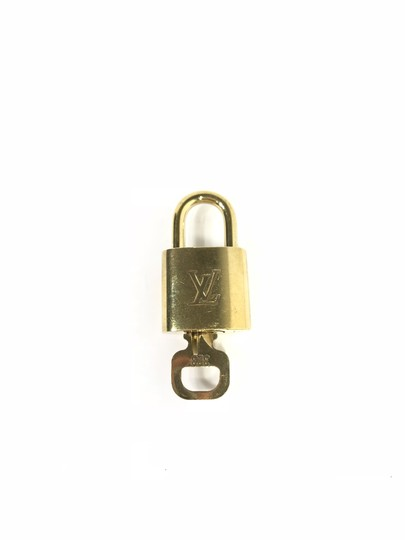 Preload https://img-static.tradesy.com/item/23329973/louis-vuitton-gold-brass-padlock-and-key-set-0-0-540-540.jpg