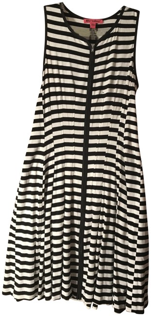 Preload https://img-static.tradesy.com/item/23330145/betsey-johnson-blackwhite-boating-weekend-short-casual-dress-size-8-m-0-1-650-650.jpg