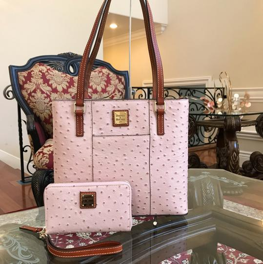 Preload https://img-static.tradesy.com/item/23330233/dooney-and-bourke-2pcs-small-lexington-ostrich-print-handbag-bundled-wwallet-set-rose-water-leather-0-0-540-540.jpg