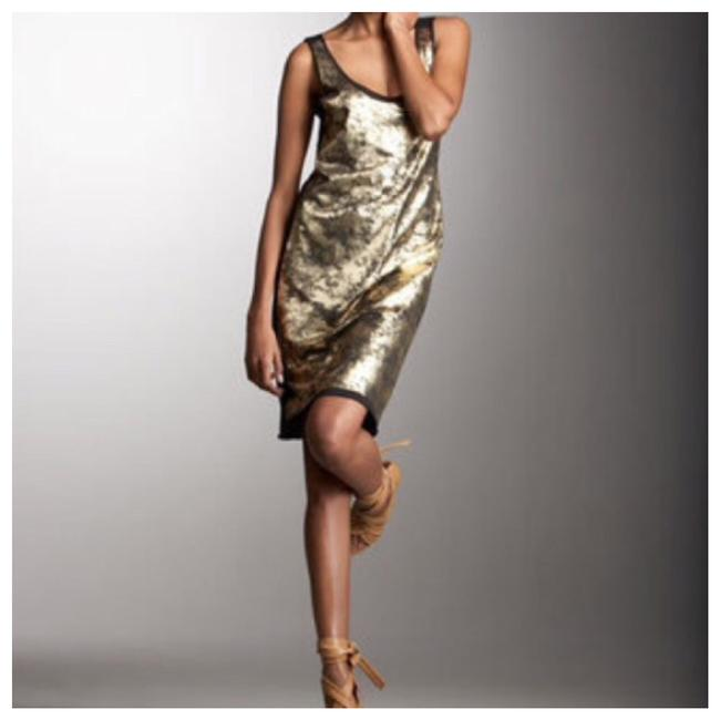 Preload https://item1.tradesy.com/images/tory-burch-gold-aventurine-foil-print-jersey-party-short-night-out-dress-size-8-m-23330495-0-0.jpg?width=400&height=650