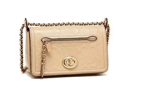 Preload https://item1.tradesy.com/images/coach-lex-small-flap-signature-22292-beige-patent-leather-cross-body-bag-23330580-0-0.jpg?width=440&height=440