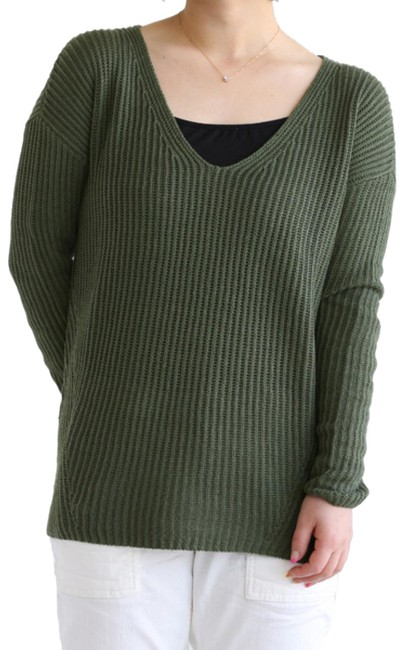 Preload https://item2.tradesy.com/images/theory-green-dafna-calming-sweaterpullover-size-8-m-23330581-0-1.jpg?width=400&height=650