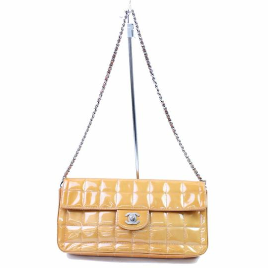 Preload https://item5.tradesy.com/images/chanel-quilted-chocolate-bar-flap-866753-orange-patent-leather-shoulder-bag-23330584-0-0.jpg?width=440&height=440