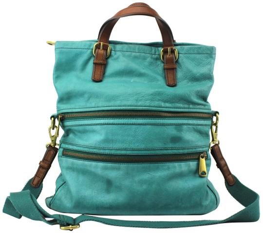 Preload https://item5.tradesy.com/images/fossil-large-shoulder-green-leather-tote-23330904-0-1.jpg?width=440&height=440