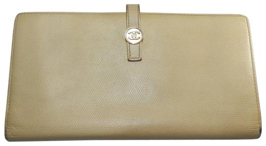 Preload https://item5.tradesy.com/images/chanel-beige-cc-wallet-23331039-0-1.jpg?width=440&height=440