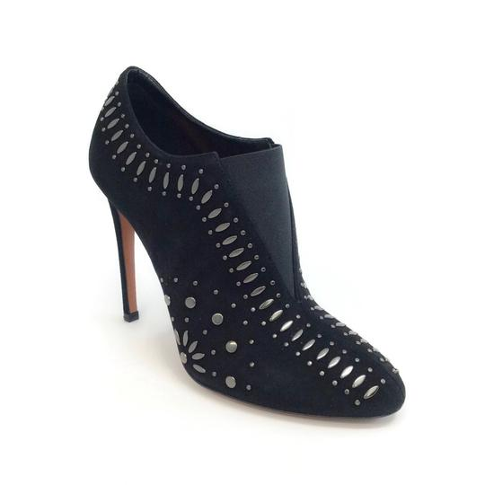 Preload https://item2.tradesy.com/images/alaia-black-suede-with-studs-bootsbooties-size-eu-385-approx-us-85-regular-m-b-23331516-0-0.jpg?width=440&height=440