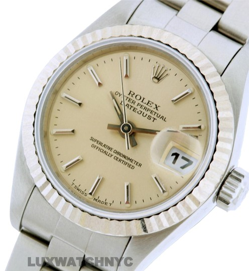 Preload https://img-static.tradesy.com/item/23331533/rolex-26mm-datejust-ss-with-box-and-appraisal-watch-0-1-540-540.jpg