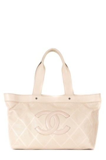 Preload https://item5.tradesy.com/images/chanel-cc-tote-nude-leather-shoulder-bag-23331629-0-0.jpg?width=440&height=440